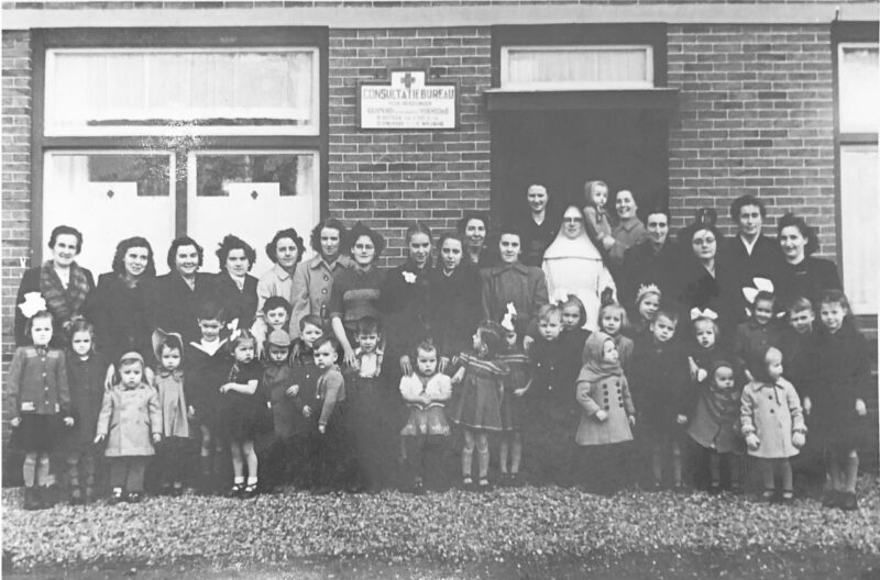Groene Kruis Consultatiebureau aan de Breeweg nr. 13 omstreeks 1950
